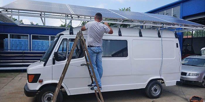 Specifičan projekat po načinu zalivanja (subirigacija), po količinama vode po jedinici površine i po načinu montaže instalacije 2,2kWp solarnih panela na konstrukciji koja je postavljena na kombi.